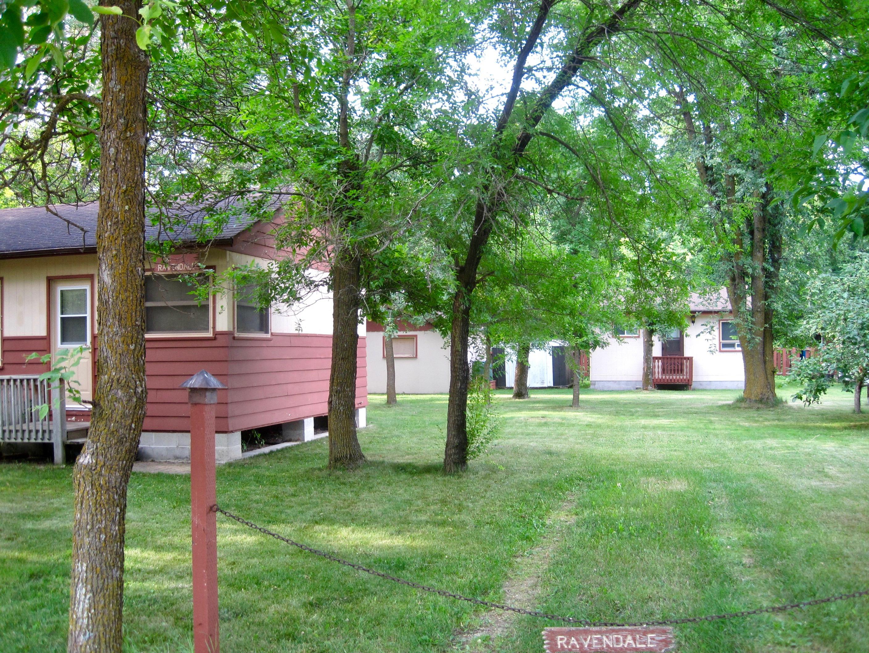 16 Benedict guest cabin