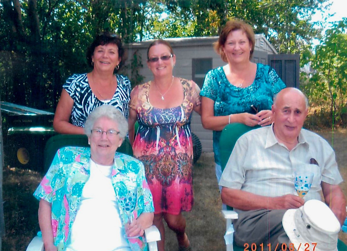 Hicks Family in 2011 (Marg, Corinne, Heather, Lorraine, Doug)